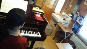 北海道札幌市豊平区月寒のしまづピアノ教室のピアノオンライレッスンの模様